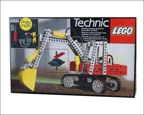 8851 - Excavator